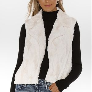 Jack by BB Dakota Revolve Ivory faux fur vest NWT
